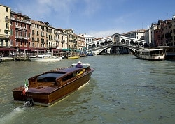venice spring canal-2