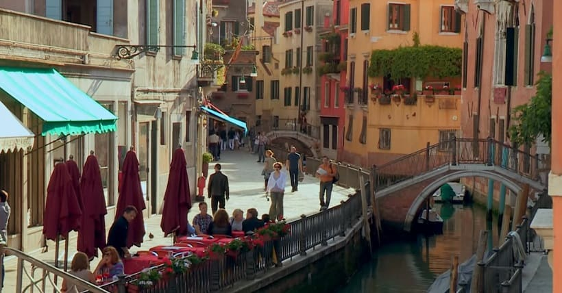 venice sightseeing flowers canal header photo
