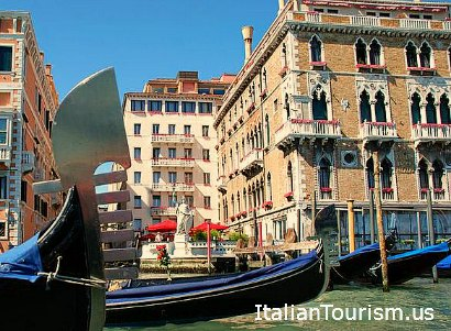 Venice tour package gondola