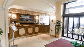 lobby-torre-argentina-rome-hotel