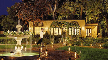 four-seasons-florence-hotel-fountain-exterior