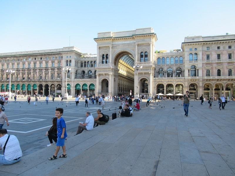 milan-sightseeing-galleria-morning