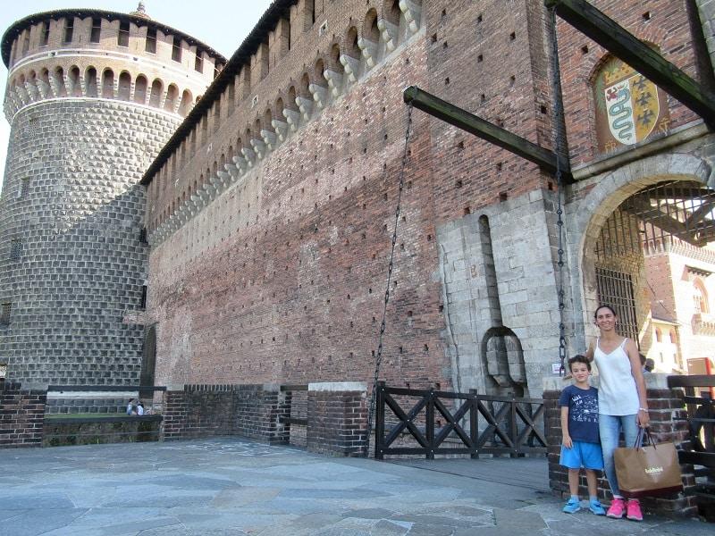milan-sightseeing-sforza-castle entrnace