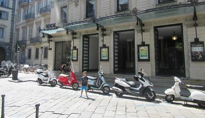 milan-sightseeing-teatro-vespa (1)